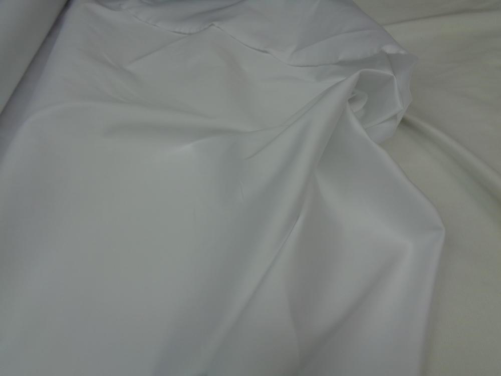 Καπαρτίνα σατινέ σε λευκό